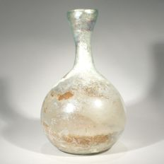 Roman glass carafe with silvery iridescence. H. 13,5 cm