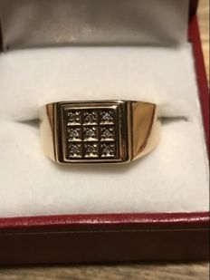 14k gold signet ring with 9 diamonds, 0.27 ct - Size 20.5