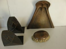 Unknown makers, 2 hammered copper bookends and a hammered copper dustpan with matching brush, Amsterdam School