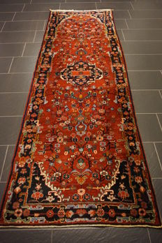 Beautiful antique hand-knotted Persian carpet, Sarough, made in Iran, natural dyes, 105 x 300 cm