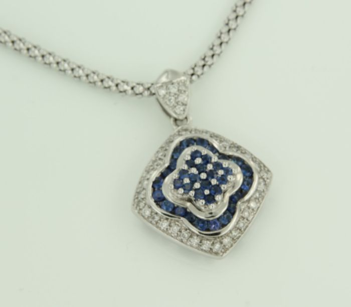 18 kt white gold necklace with brilliant cut sapphire and diamond, necklace length 41 cm.