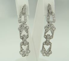 White gold 14 kt dangle earrings set with 72 old cut diamonds, approx. 1.70 ct in total, height 9.4 cm, width 1.4