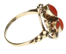 Ring - Yellow gold - blood coral - inner size: 18 mm