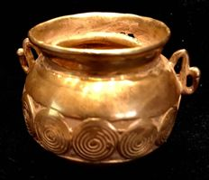 Tumbaga Gold , Colombian Tairona Culture  - 31 x 50 x 40 mm , 31,72 grams ,  Indian native ceremonial pot