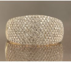 18 kt bi-colour gold ring with 125 octagon-cut diamonds in pave setting, ring size 19.5 (61)