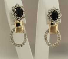 14 kt bi-colour gold dangle earring set with sapphire and 16 brilliant- and 32 single cut diamonds, total of approx. 0.60 ct ***No reserve price***