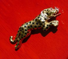18 kt gold vintage panther brooch with 1 ruby and 5 diamonds.