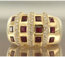 18 kt yellow gold ring set with ruby and 75 brilliant cut diamonds, approx. 0.75 carat in total, ring size 16.5 (52)