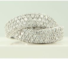 18 kt white gold ring set with 150 brilliant-cut diamonds, approximately 2.00 carat in total, ring size 17.25 (54)