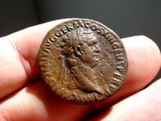 Roman empire - Domitian (81 - 96 A.D.) bronze as ( 10,28 g. 27 mm.), Rome mint, 92-96 A.D. VIRTVTI AVGVSTI / S C. Virtus.