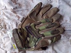 Amazing and rare, US Special Forces MECHANIX Multicam. These are not the commercial model but the stock of United States warehouse for Afghanistan. Collection piece