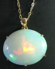 Opal pendant 14 kt gold 16.8 ct total