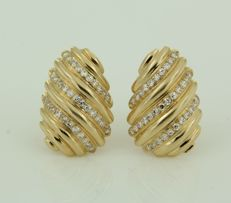 18 kt yellow gold clip-on earrings set with 68 single cut diamonds - 1.9 cm long x 1.3 cm wide