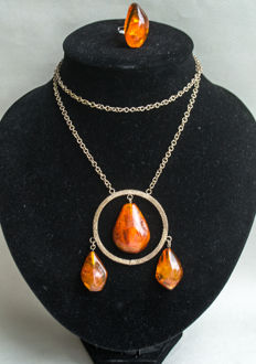 Set of Baltic Amber necklace and ring natural butterscotch, caramel/egg yolk Amber, no reserve, 32 grams
