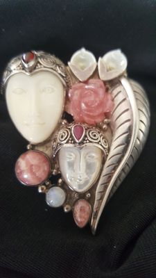 Designer brooch, silver with two Indian goddesses and 2 rubies.