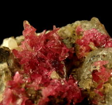 'Very Rare' Pink Roselite Crystals with Calcite on Matrix - 48 x 45 x 43 mm - 95,3 gr (476,5 ct)