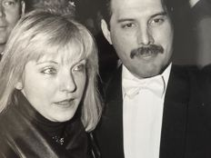 Loftus/LFI - Freddie Mercury & Girlfriend Mary Austin - 1984