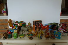 China / Russia - Length 8-25 cm - lot with 21 tin animals with friction / clockwork / battery engine, 1980s/90s