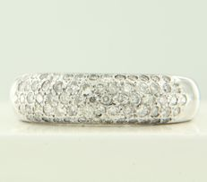 18 kt white gold ring set with 89 brilliant-cut diamonds, approx. 0.60 carat in total ***NO RESERVE PRICE***