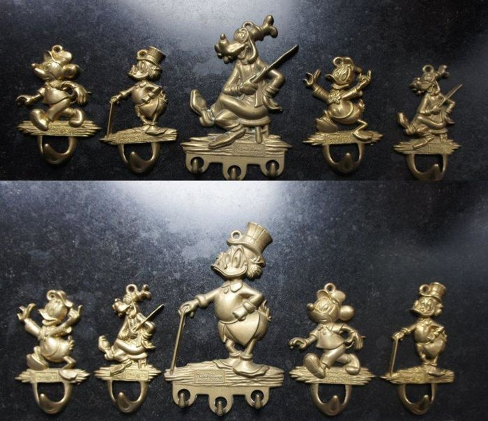 Disney, Walt - 10 brass hooks - Donald Duck - Goofy - Mickey Mouse - Scrooge McDuck and others (ca. 1970s/'80s)
