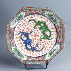 Octogonal porcelain plate, 2 imperial dragons and the sacred pearl - China -  end 19th century
