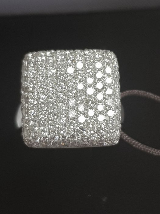 White gold ring square shape with diamonds 2.40 ct - size 55