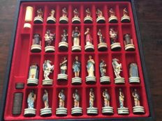 Chess set theme Greeks/Romans - in luxury leather box - for chess and backgammon