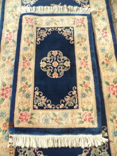 2 pcs beautiful Chinese hand knotted wool carpets 180cmx92cm and 102cmx57cm.