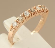 14k rose gold ring set with 7 white and champagne-coloured brilliant cut diamonds ***NO RESERVE PRICE***