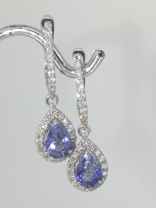 Earrings white gold with 2 pear-shaped sapphire and 54  brilliant-cut diamonds totaal 0.50 ct### With Jewelry Certificate ###