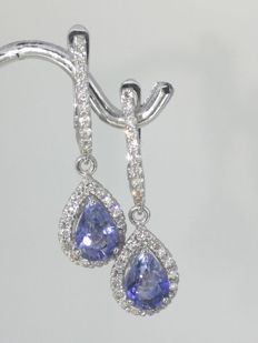 Earrings white gold with 2 pear-shaped sapphire and 54  brilliant-cut diamonds totaal 0.50 ct### With Jewelry Certificate ### Free Shipping ###