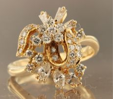 18 kt gold ring set with 34 variously cut diamonds of approx. 1.00 ct in total, ring size 17.75 (56) *** no reserve price ***