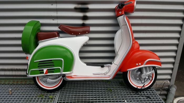 Beautiful wall decoration of a vespa scooter catawiki for Vespa decoration