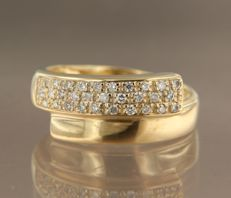 18 kt yellow gold ring set with 30 brilliant-cut diamonds of approx. 0.60 ct in total ***NO RESERVE PRICE****