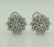 White gold entourage clip-on earrings of 14 kt, set with 82 brilliant cut diamonds of 1.50 ct in total, diameter: 1.6 cm