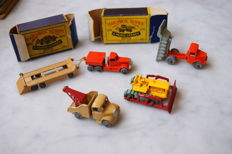 Moko Lesney Matchbox 75-Series - Various scales - 6-Wheeled Quarry Truck No.6a, Bedford Wreck Truck No.13a, Diamond T Prime Mover No.15a, Atlantic Transporter Trailer No.16a and Caterpillar Bulldozer No.18a