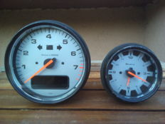 Porsche 911 Turbo (993) Tachometer and analog clock