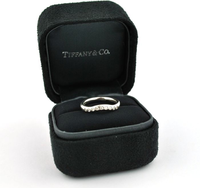 Tiffany & Co - Diamonds (tot.+/-0.20ct FG/VS) set on Platinum 950 Ring with original Tiffany's Box