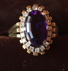14kt. Golden ring with a big natural Amethyst of approx 6.5ct. surrounded by  20 natural diamonds H/VS - 0.37Ct - very beautiful handcraft