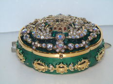 Very rare item two-in-one - A brooch on a jewellery box by Joan Rivers NY (USA) - Limited Edition