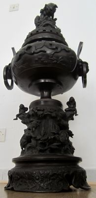 Large Incense-Burner Vase (ca. 82 cm) – Japan – ca. 1900 (late Meiji)