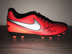 Darijo Srna autographed Nike shoe + photo of the signing time + certificate of authenticity