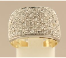 18 kt bi-colour gold ring set with 54 single cut diamonds, approx. 0.50 carat in total ***NO RESERVE PRICE***