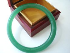 Vintage (1950s) - vivid green Jade colour molded glass tube bangle Bracelet