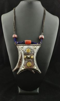 Antique talisman and pendant – Sterling silver (925/1000) and iron – From the Tuareg tribes – Early 1900s.