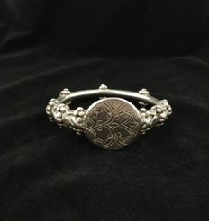Antique bracelet in 925 silver with coin – Yemen, early 20th century