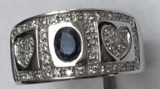 Wide 18 karat white gold ring with diamonds and natural blue sapphire. 0.95 ct in total ***No minimum price / No reserve price **