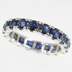 Eternity band with 18 brilliant cut sapphires- anno 1960