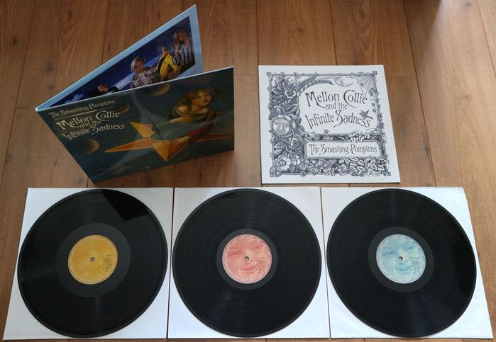 The Smashing Pumpkins ‎– Mellon Collie And The Infinite Sadness 3lp/ w. 12 page illustrated booklet/ Limited edition unofficial release in EXCELLENT condition!