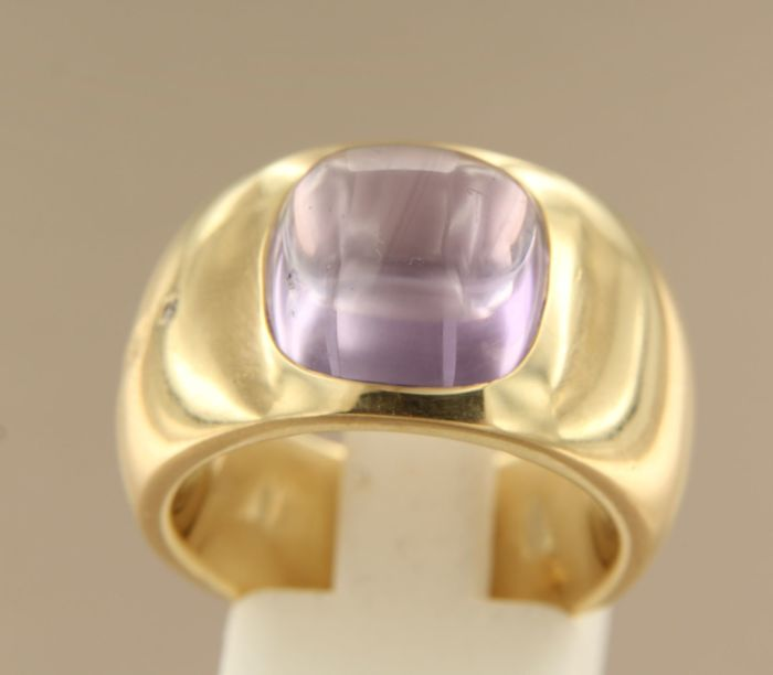 Wempe 18 kt yellow gold ring set with 8.00 cabochon cut amethyst and 0.01 ct brilliant cut diamond, ring size 17 (53)